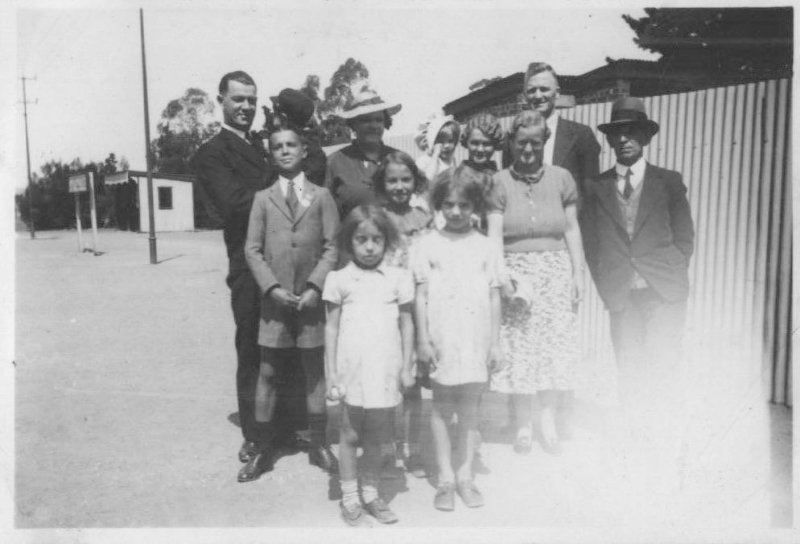11-norman-b-walter-jnr-families-cranbourne-early-30s
